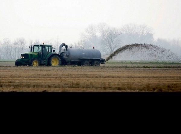 """Il Governo del Cambiamento fertilizza i campi agricoli con i """"FANGHI DI DEPURAZIONE"""""""